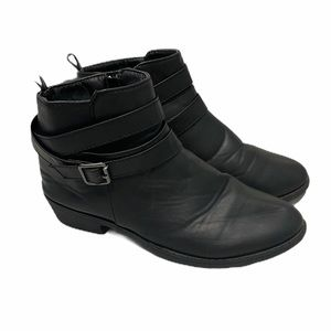 Hype buckle ankle boots black with a heel size 7